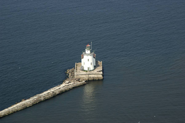 Cleveland West Pierhead Light