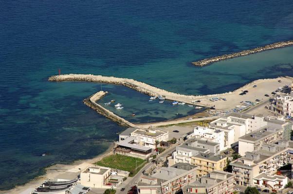 Porto di Mola di Bari