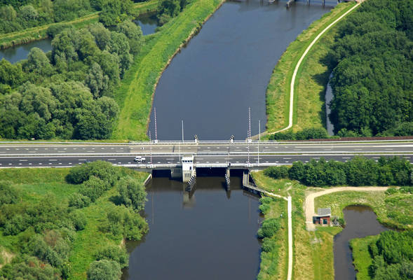 Winschoeterdiep Canal Bridge 4