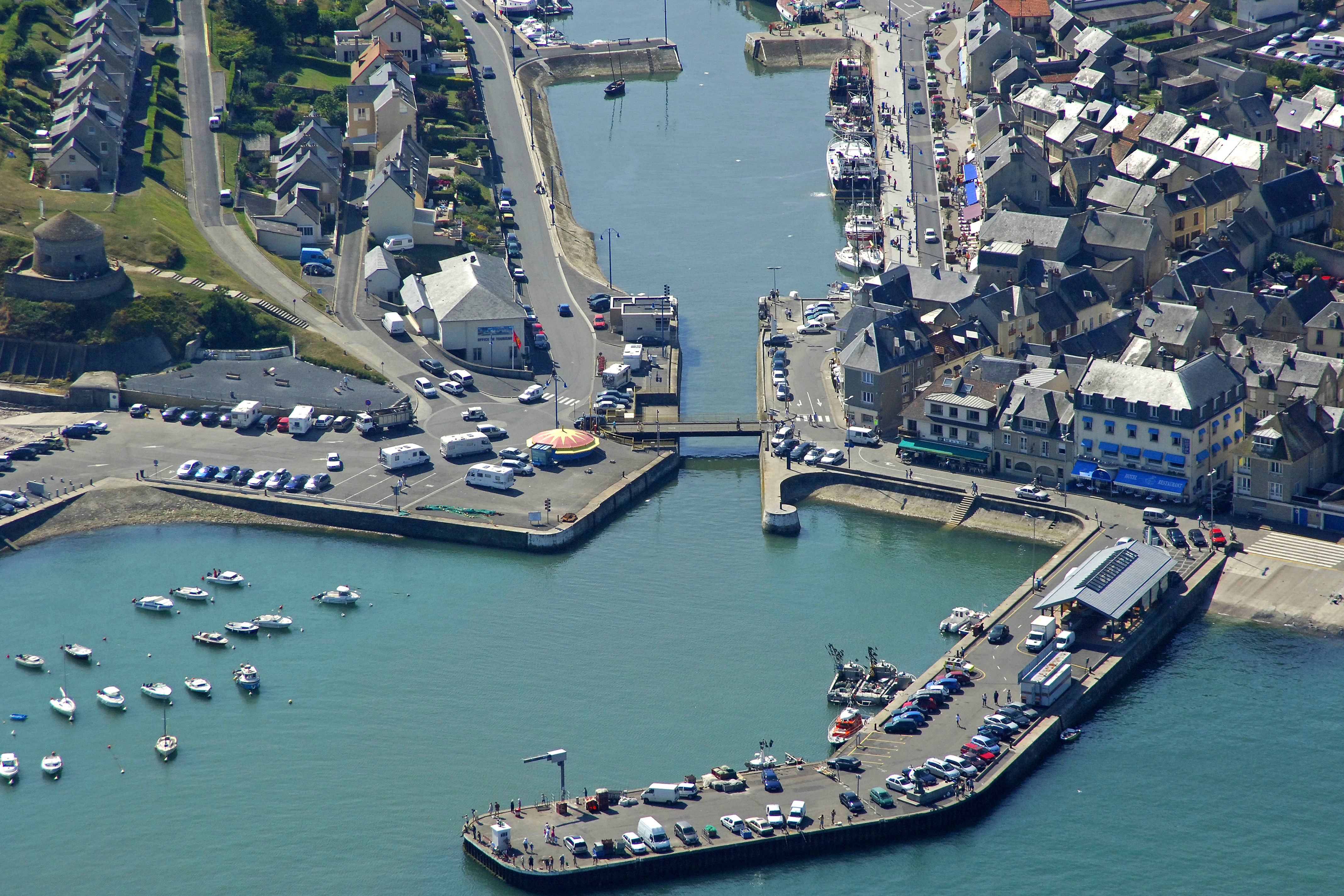 Port En Bessin Bridge In Port En Bessin Huppain Low Normandy - Location port en bessin