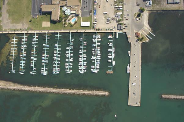 Holiday Harbor at Chadwick Bay
