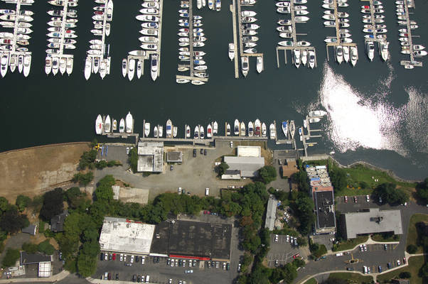 Hayes Harbor Club