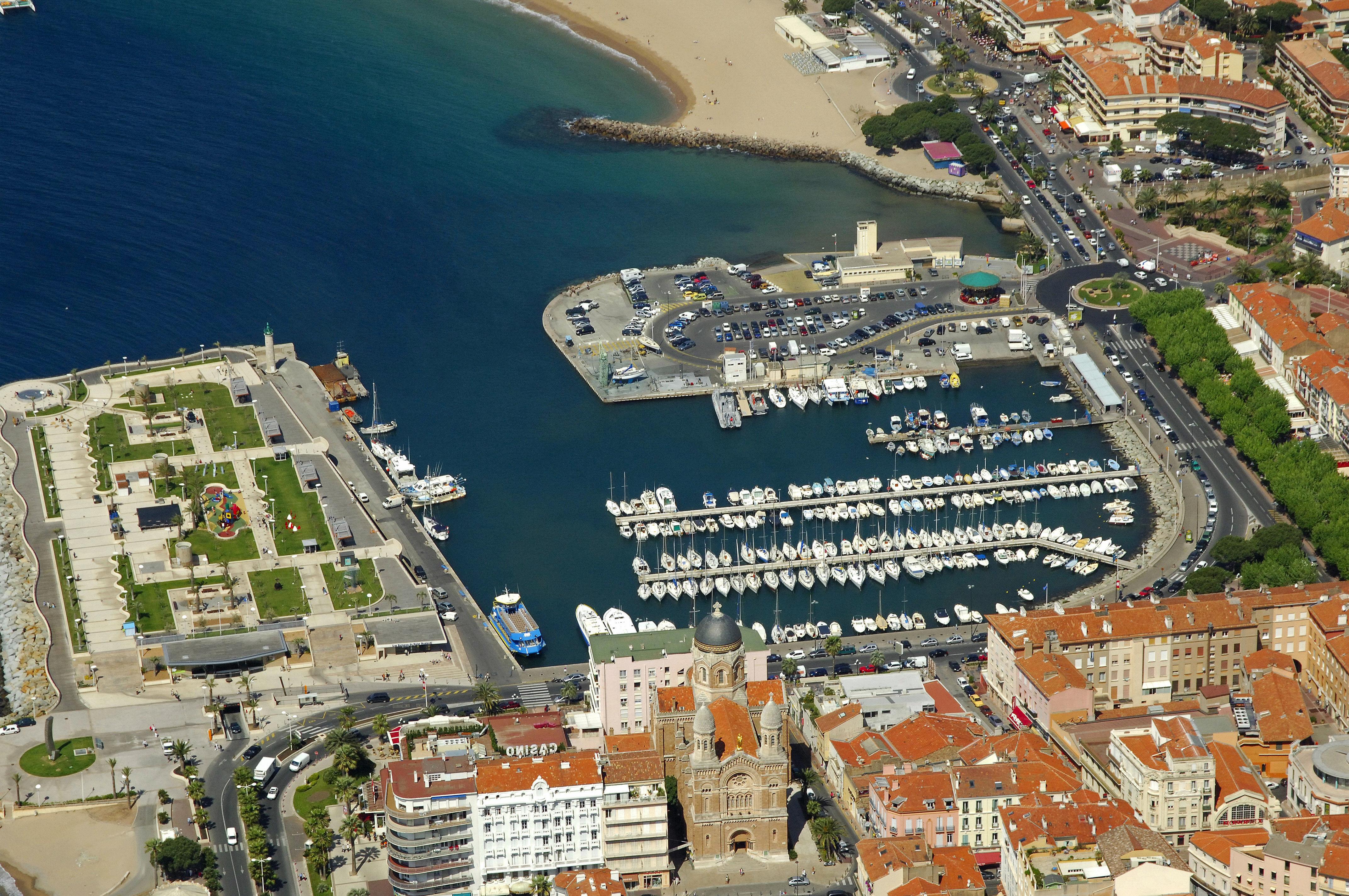 Vieux port st raphael in saint raphael france marina - Restaurant port santa lucia st raphael ...