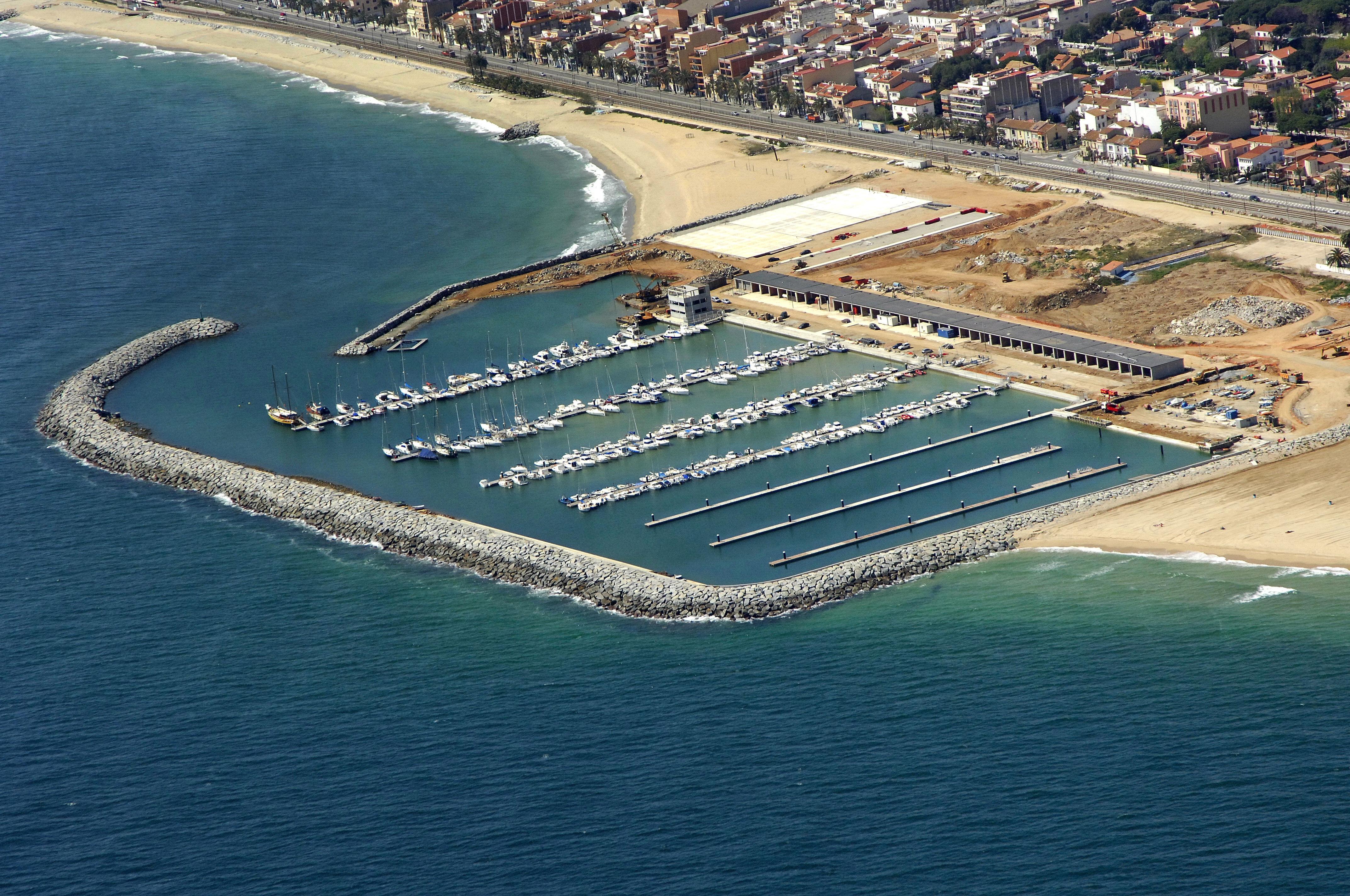 Premia de mar marina in premia de mar catalonia spain for Piscina premia de mar
