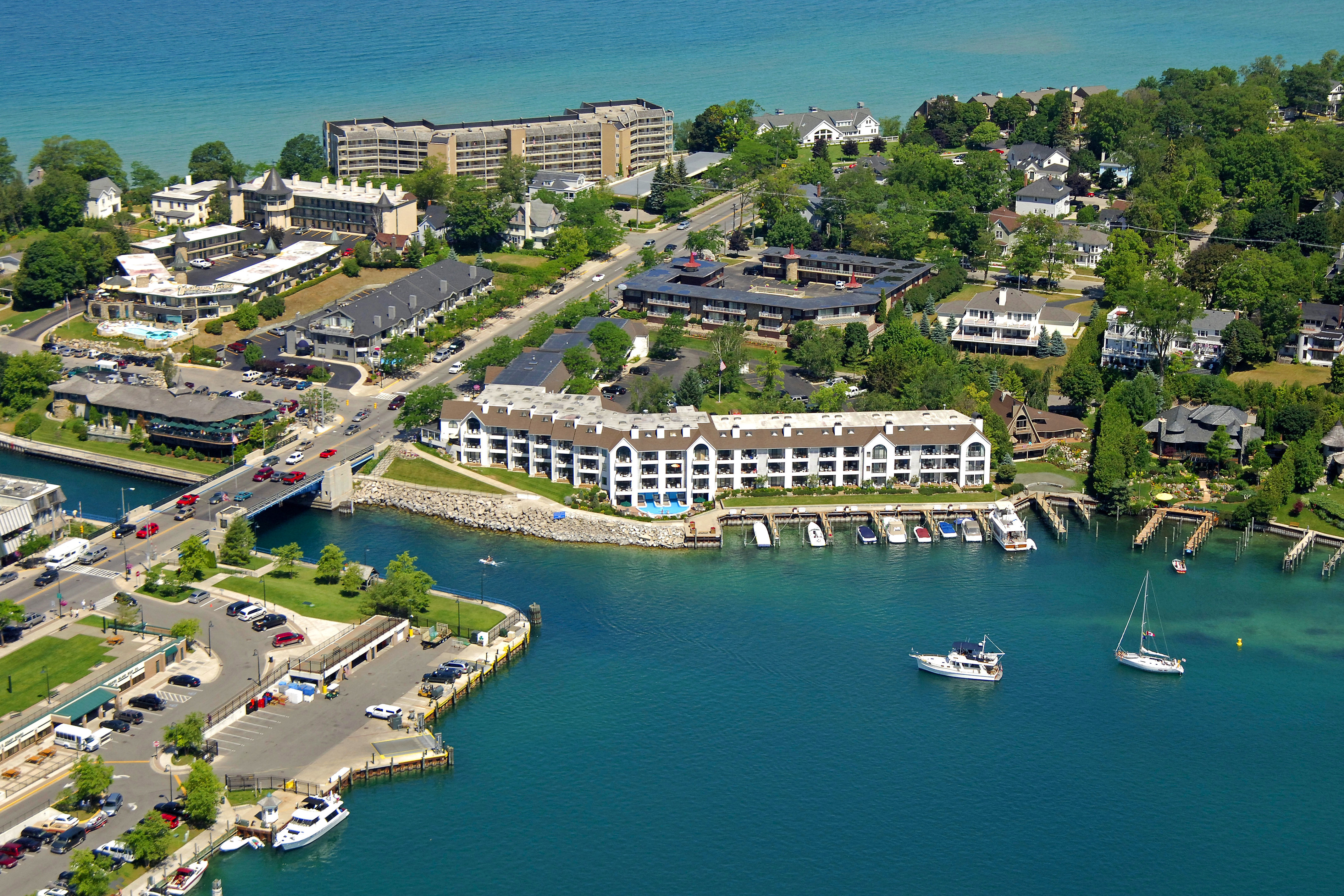 Edgewater Inn Amp Marina In Charlevoix Mi United States