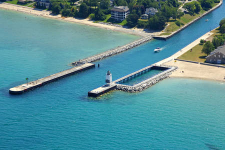 Charlevoix Pier Lighthouse