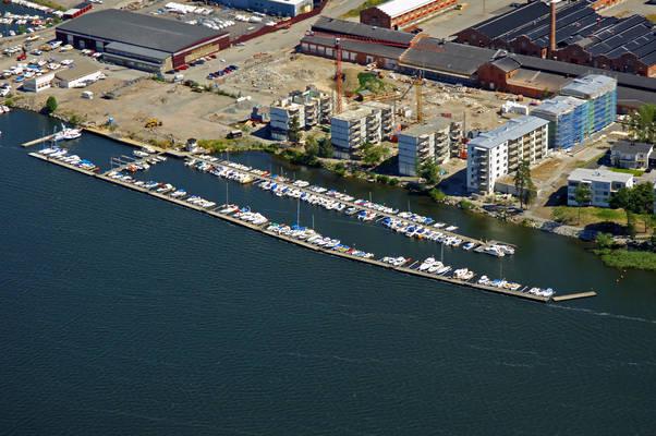 Jaerfaella Smaabaatshamn Marina