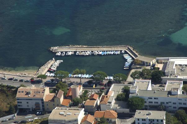 Port Des Capucins Ou Des Flots-Bleus Marina