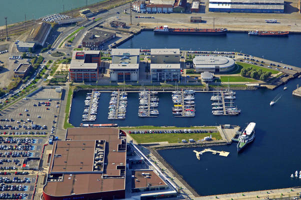 Port du bassin de la marine