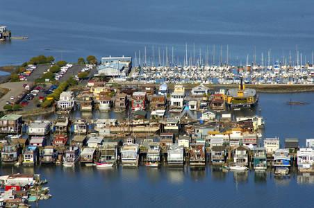Yellow Dock Floating House Docks