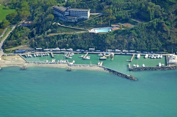 Marina di Baia Vallugola