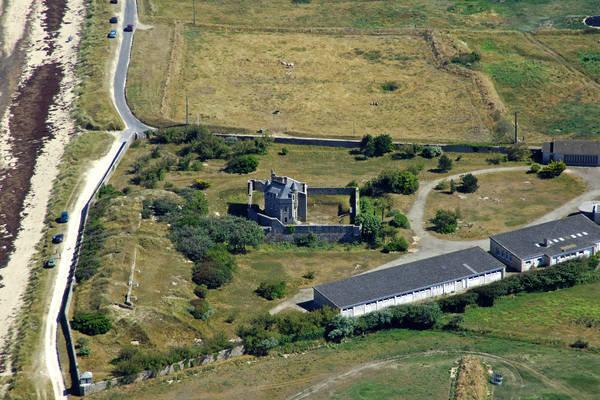Chemin Isles Castle