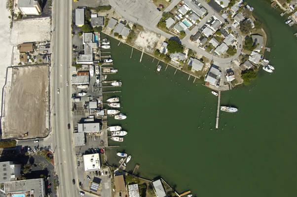Snug Harbor Inn & Marina
