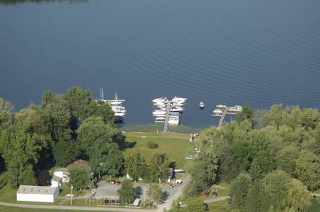 Cross Lake Inn & Marina