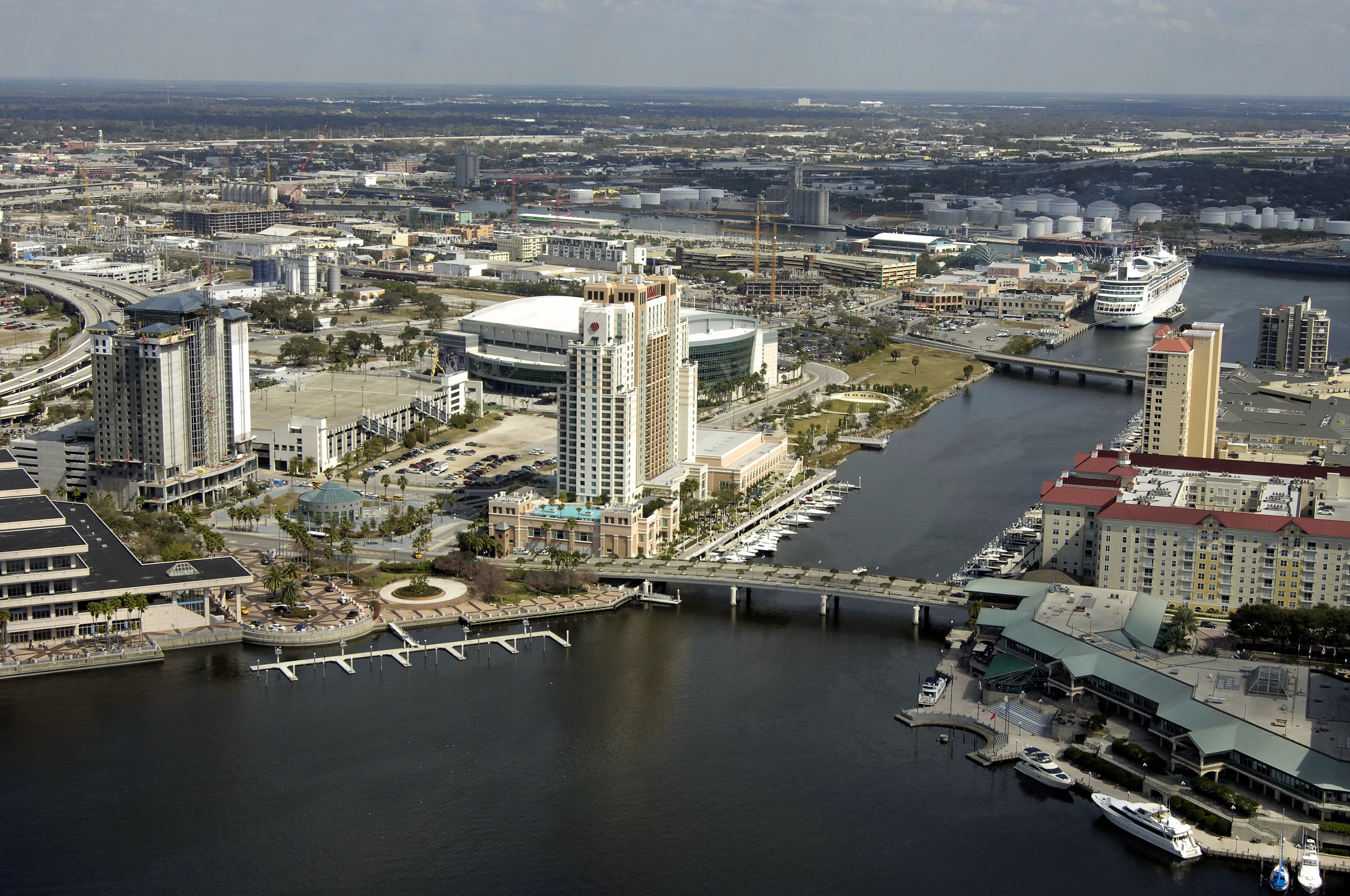 tampa marriott waterside hotel marina in tampa fl. Black Bedroom Furniture Sets. Home Design Ideas