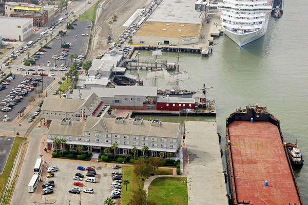 Harbor House Hotel and Marina at Pier 21