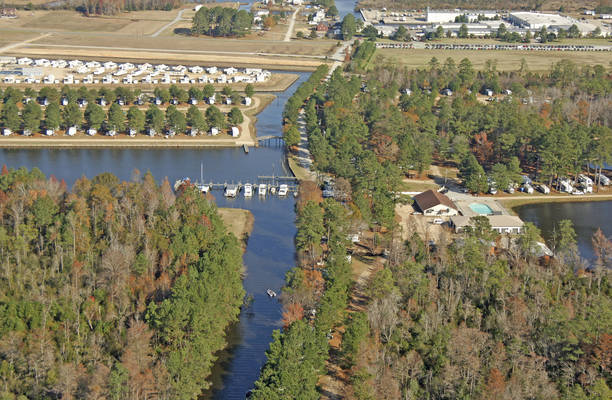 Twin Lakes Camping Resort & Yacht Basin
