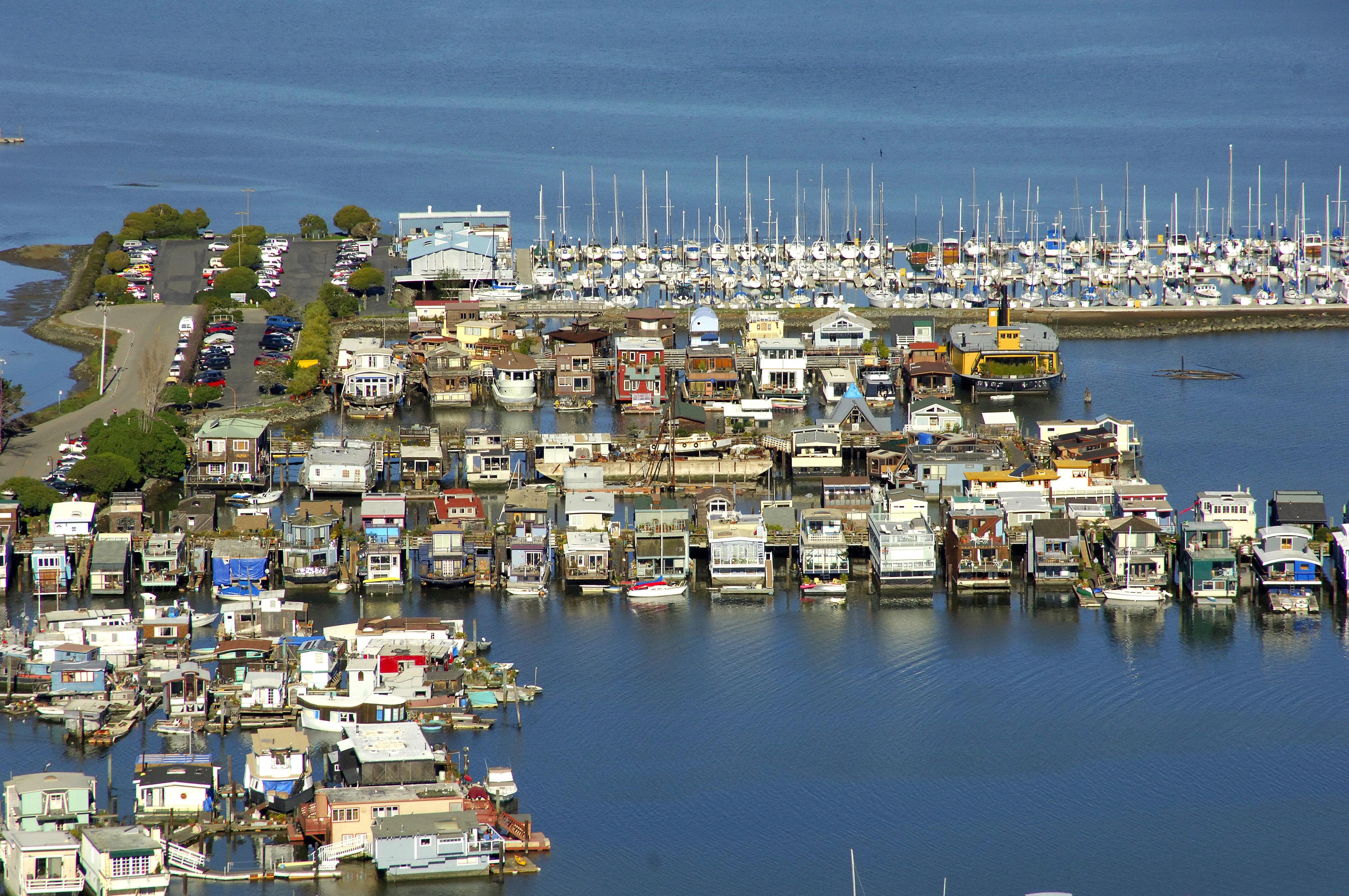 A Dock Floating House Docks In