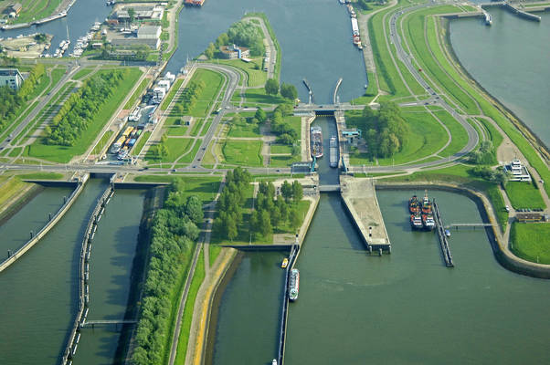 Terneuzen Middle Lock