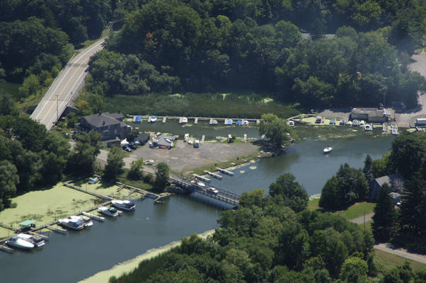 Sandy's Oak Orchard Marina