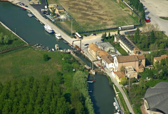 Darsena Brenta Service Boat Lock