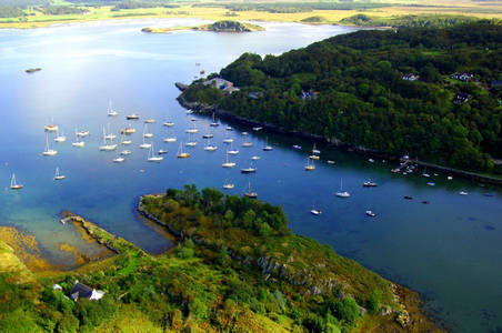 Crinan Harbour Boatyard & Pontoon