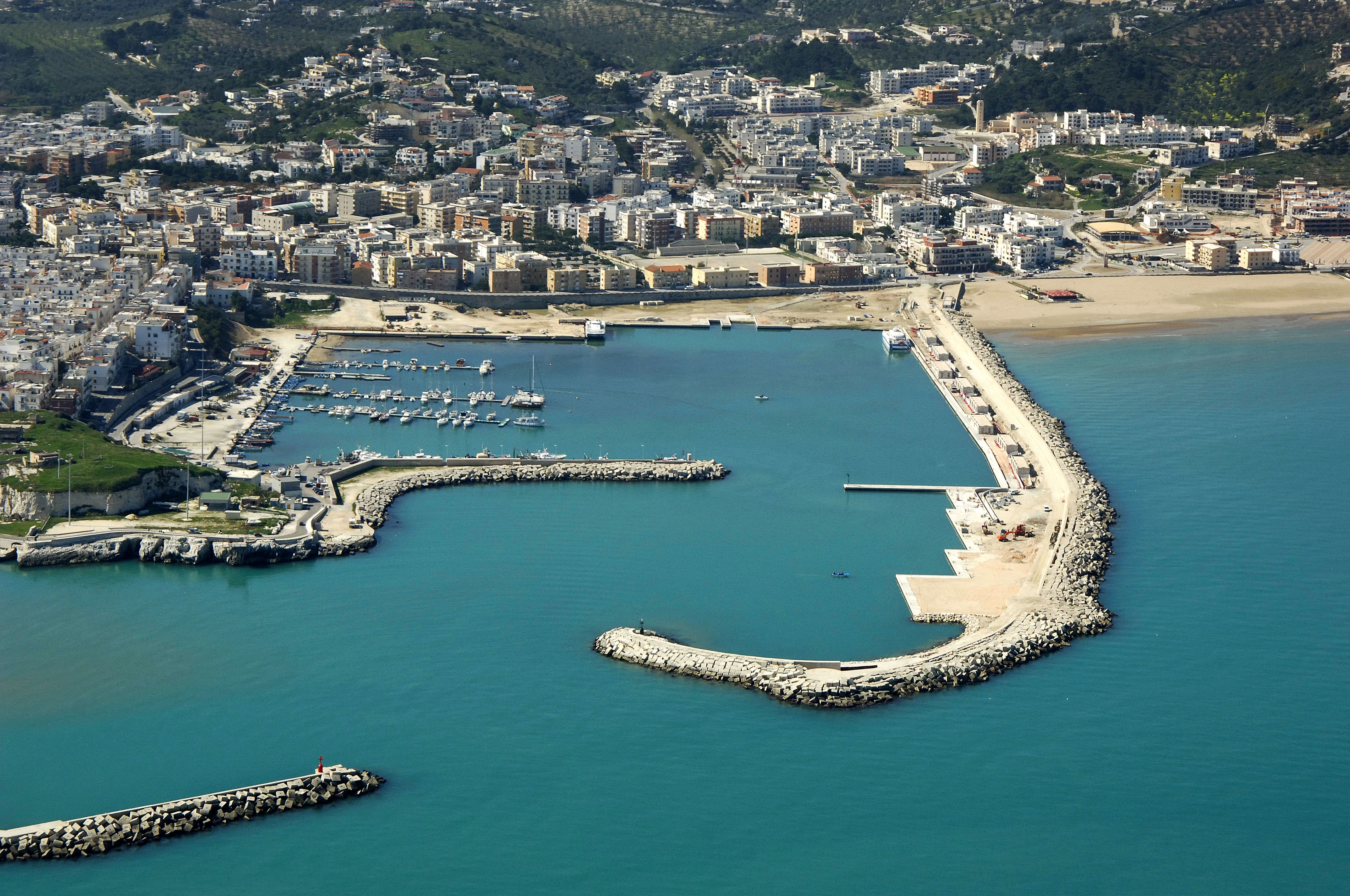 how to get to vieste italy