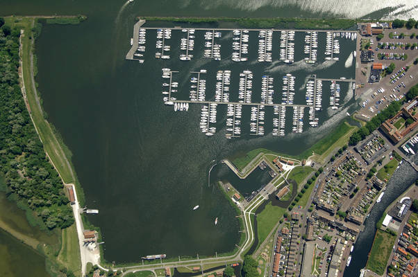 De Compagnieshaven Yacht Harbour