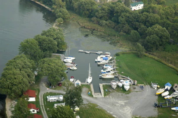Baycrest Lodge & Marina