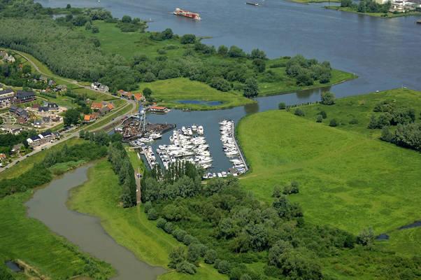 Sleeuwijk Yachting & Boatyard