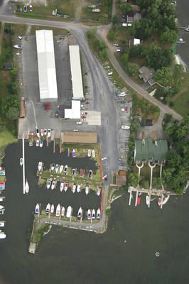 Tri-bridge Marina & Boatel