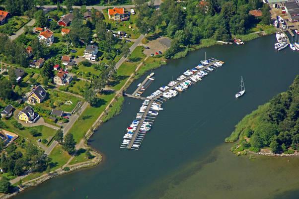 Pershagen Smaabaatshamn Marina