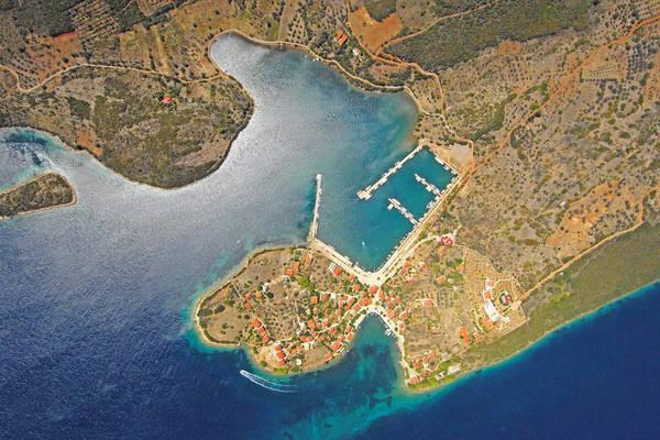 Trizonia Harbour