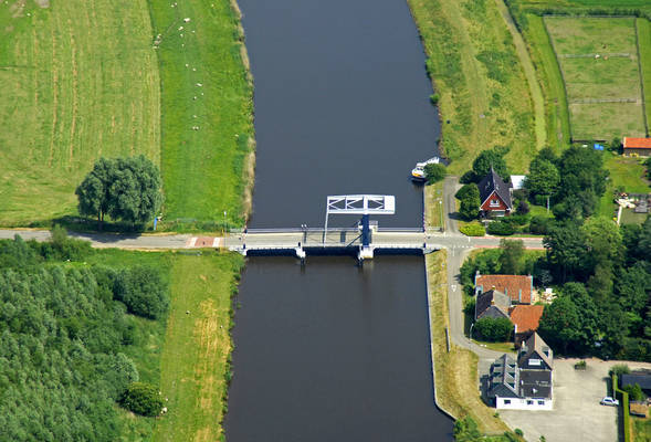 Winschoeterdiep Canal Bridge 6