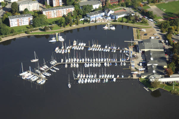 Louisenbad Road Marina