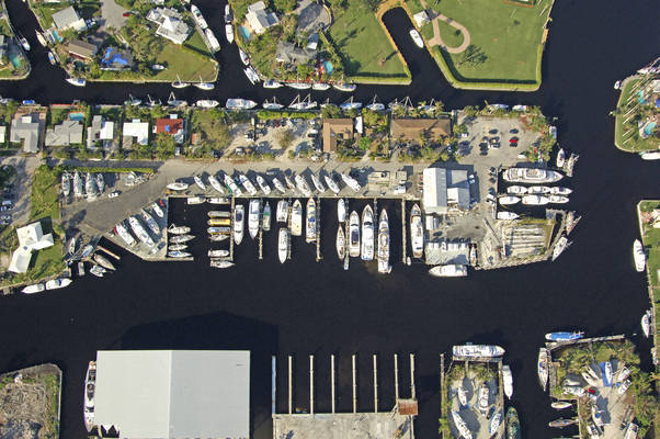Pier 17 Marina & Yacht Club