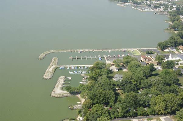 Commodores Bay Marina