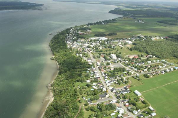 Deschaillons-sur-Saint-Laurent Harbour