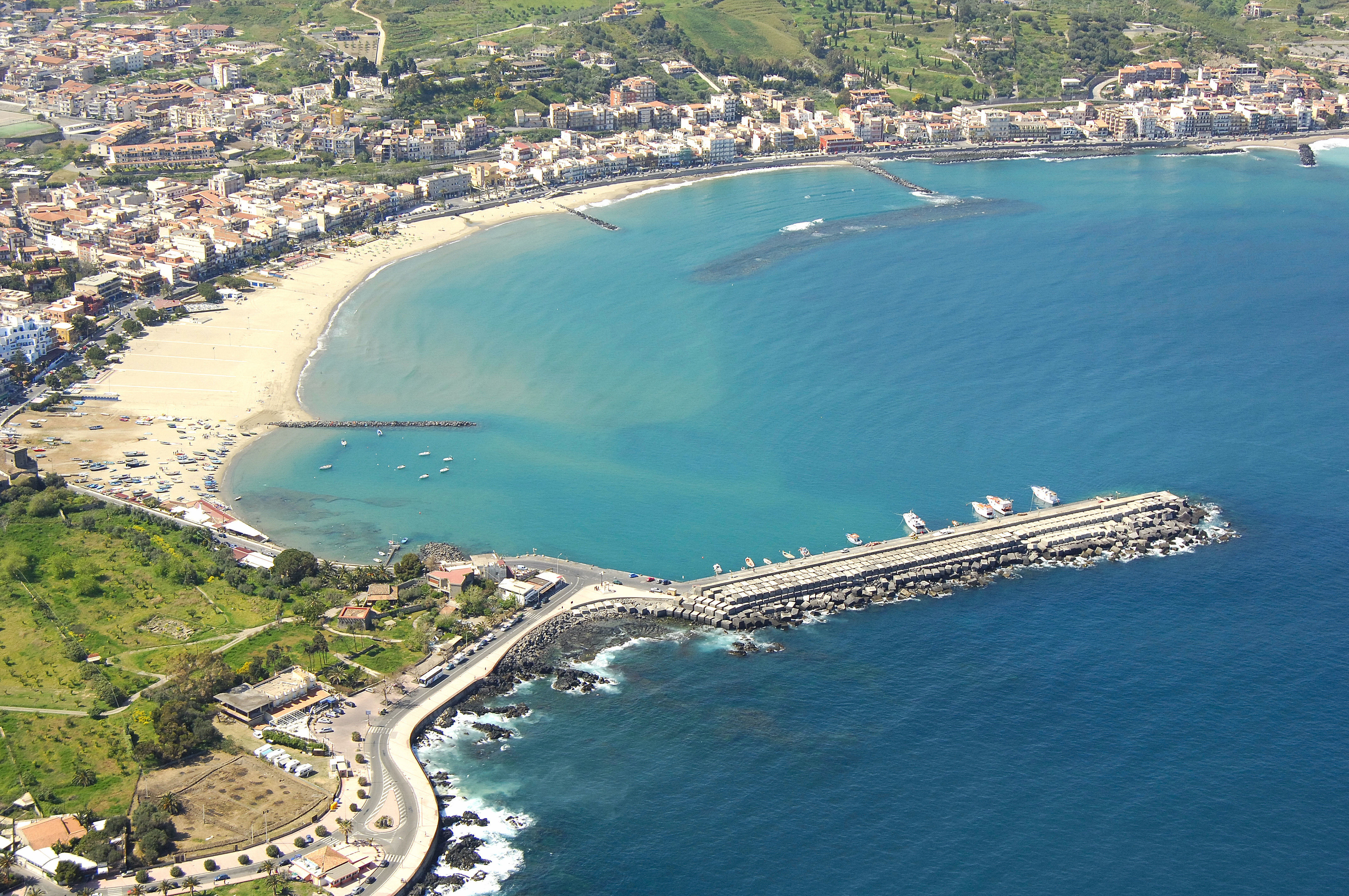 Cele mai bune 10 hoteluri la plajă din Giardini Naxos, Italia | sanchi.ro