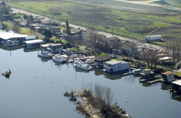 Carol's Harbor & Marina