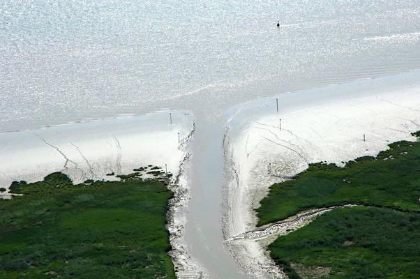 Mortagne Sur Gironde Inlet
