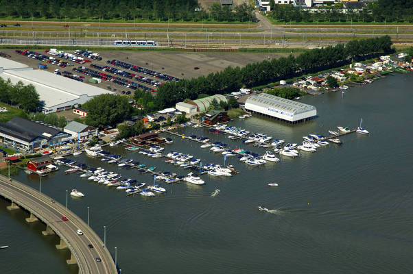 Speedboten Yacht Harbour