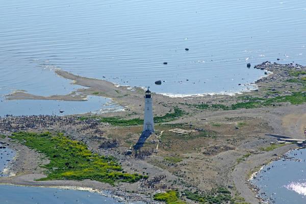 Ile Aux Galets (Skillagalee) Lighthouse