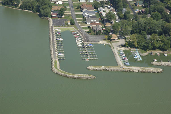 Commodores Bay Marina