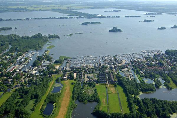 Oud Loosdrechtse Dijk East