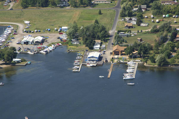 Chinook Resort & Marina
