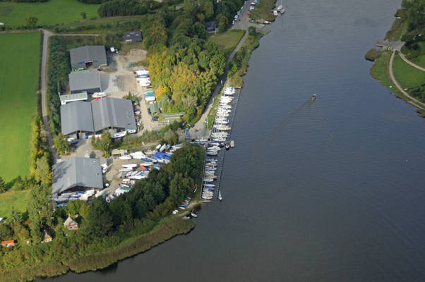 Fladenweg Road Marina