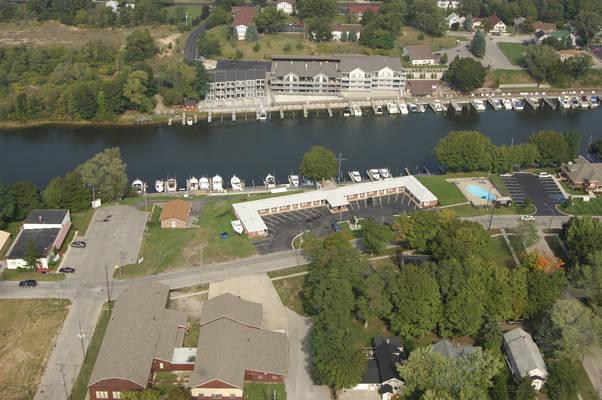 Riverside Motel & Marina