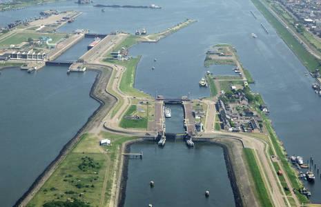 Ijmuiden North Sea Canal South Lock