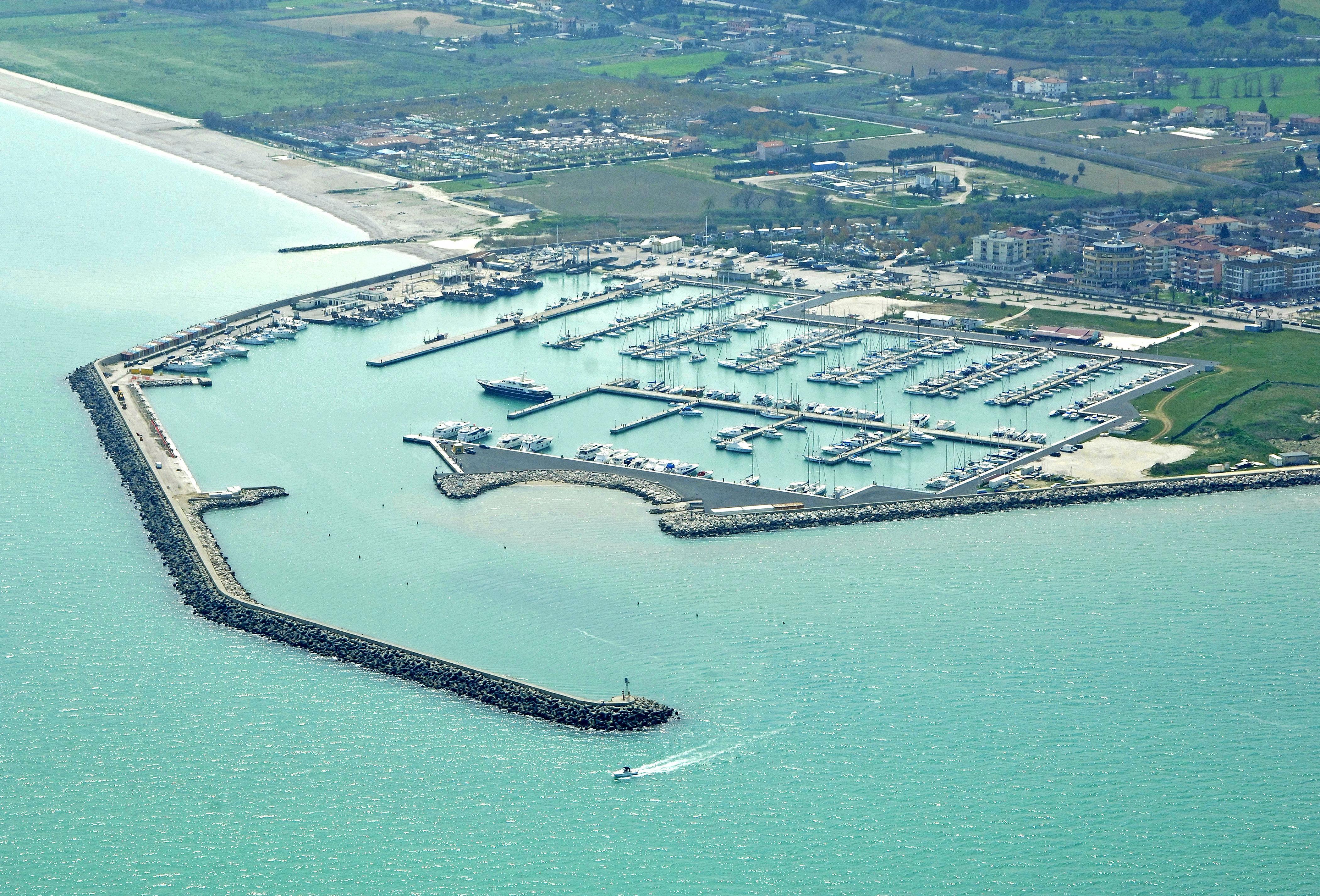 Marina di porto san giorgio in san giorgio ascoli piceno marche italy marina reviews - Aran cucine porto san giorgio ...